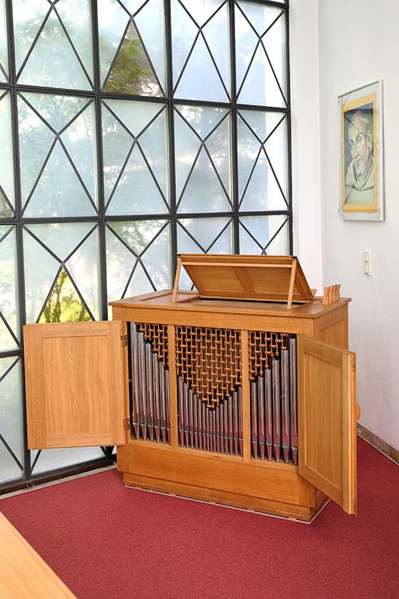 Orgelbau Kaps, Truhenorgel, St. Bernhard, München